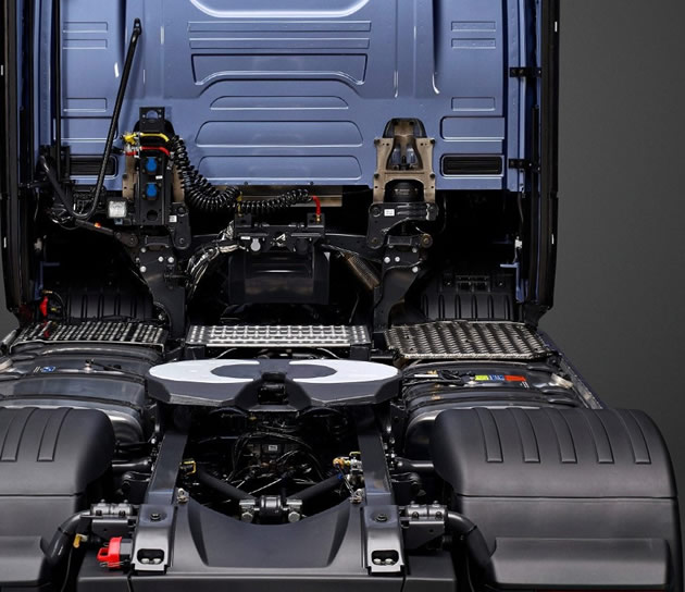 Steering systems for commercial vehicles