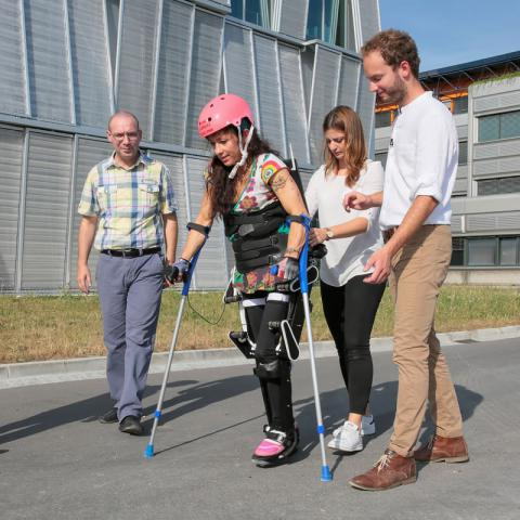 Exoskeletons: mobility regained